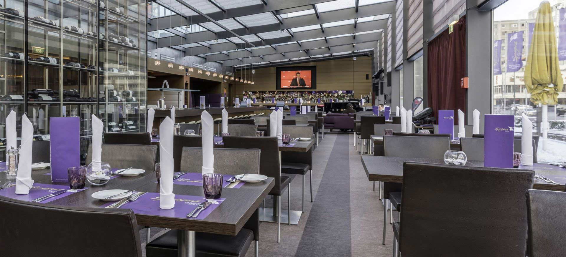 Park-Inn-by-Radisson-Hotel-Berlin-Alexanderplatz-Restaurant-Spagos