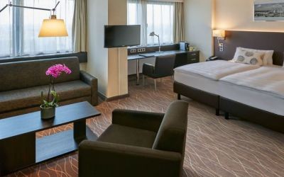 Park-Inn-by-Radisson-Hotel-Berlin-Alexanderplatz-Junior-Suite